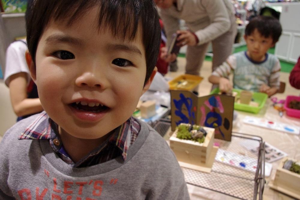 """WS report:キッズの森@表参道ヒルズ(2015.1.12)「近年なじみの少ない""""和""""ですが子供でも自由に作れるくらい入りやすかった(30代女性 お子さん7才)」"""